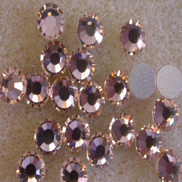 Preciosa Czech Crystal Viva 12 Glue-on Rhinestone Flatback, Light Peach ss10, (144 Pieces Per Pack)